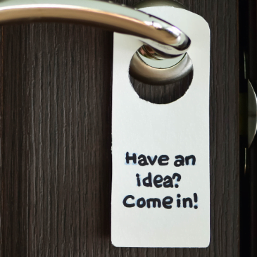 4 Great Benefits of Using Door Hangers